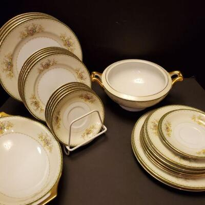 Meito floral china includes 7 dinner plates 10