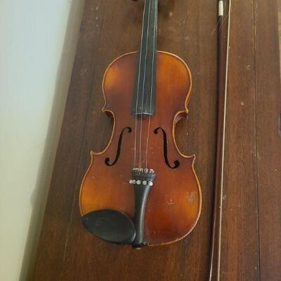Anton Schroetter violin made in Germany. It seems to be dated October 1974. In ok condition needs some repairs. It was used as a wall...