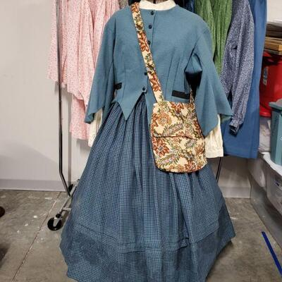 6 women's Civil War reenactment outfits. Clothing ranges from Large-2XL. Women's shoes are a size 8. Clothing rack and mannequin are not...