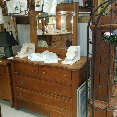 oak chest of drawers  100.00