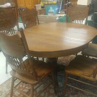 Early 1900's oak table and 6 chairs  sale 300.00