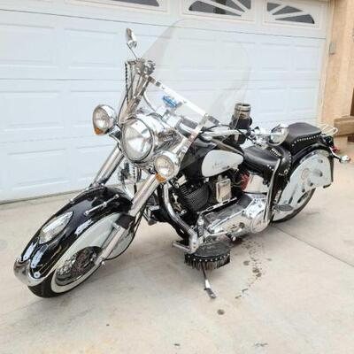 1999 Indian Cheif Motorcycle sells at auction April 11th call for more information VIN: 4XG000122 Plate: MC1LNE Motor No: 58351XC104...