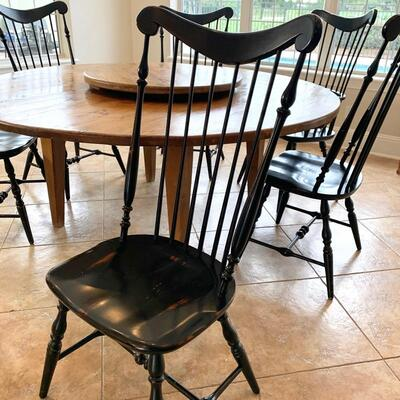 Fan-back Windsor chair. SET OF 5 AVAILABLE