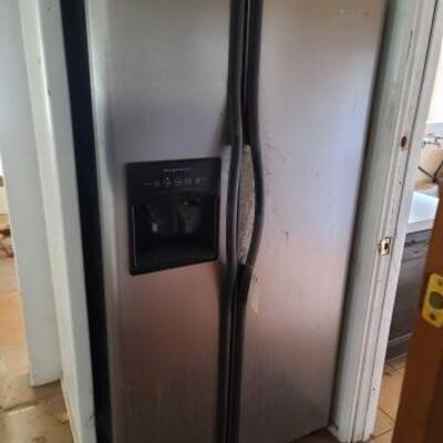 103  Frigidaire Refrigerator Measures Approx: 36