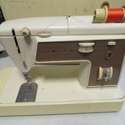 SINGER TOUCH & SEW ZIGZAG SEWING MACHINE
