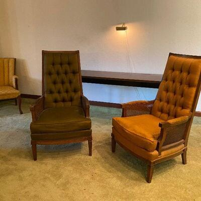 https://www.ebay.com/itm/124694815653	CV9009 2 Mid Century Modern Tufted XL Upholstered and Wood Lounge Chairs -4/30/21 Pickup Only...