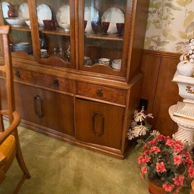 https://www.ebay.com/itm/114779764493	CV9002 Thomasville Mid Century Modern China Hutch -4/30/21 Pickup Only Estate Sale Pickup Only...