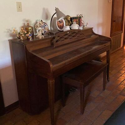 https://www.ebay.com/itm/124694812846	CV9006 Whitney By Kimball Upright Piano -4/30/21 Pickup Only Estate Sale Pickup Only		Auction