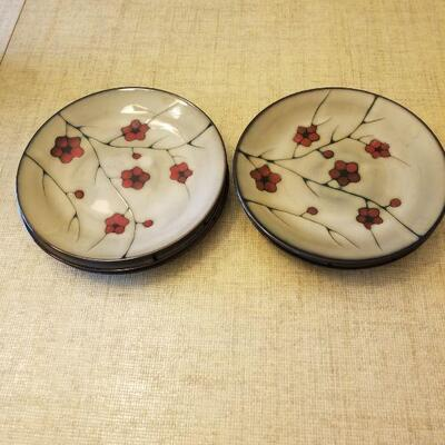 6 dinner plates with red flowers