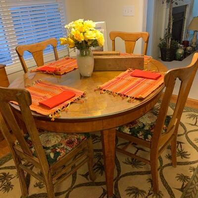 OVAL DINING TABLE WITH CHAIRS