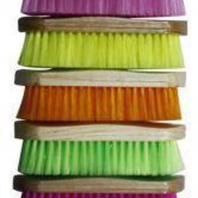 200 4 Medium bristle brushes with wood handle measures 2