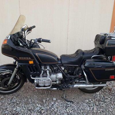 226 1981 Honda Gold Wing Interstate VIN: SC0210BA120843 Motor No: SC02E Plate:  none Doc Fee:  $70