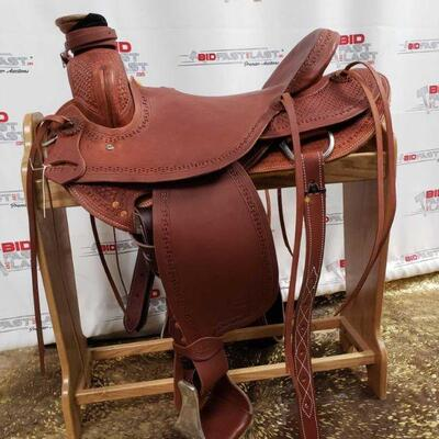113 Showman Saddlery Horse Saddle Model 5502 17