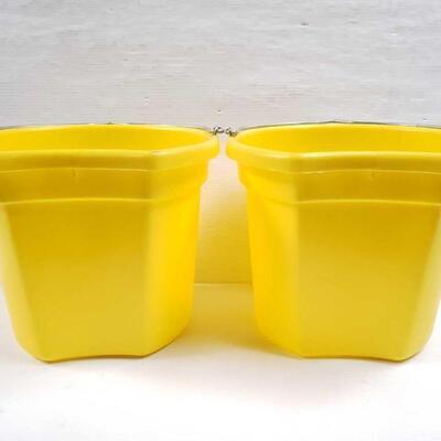 108 NEW Two (2) 20 Qrt. Flat back bucket, 11