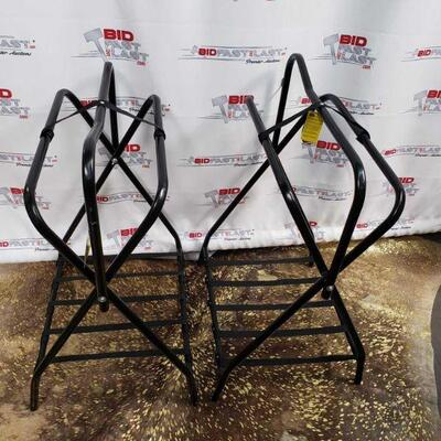 117 : 2 Western or English folding floor saddle rack. Has powder coating to give long lasting finish.