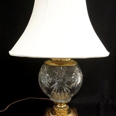 1002LARGE CRYSTAL LAMP ON A HEAVY BRASS BASE