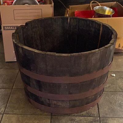 https://www.ebay.com/itm/124706986813TM9333 Wood Half Keg Plant Pot3 Day Auction