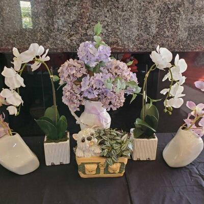 2132  Vases, Decor, And Artifical Flowers