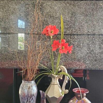 2126  4 Vases And 2 Artificial Plants 4 Vases And 2 Artificial Plants