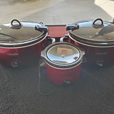 2111  3 Crock Pots 3 Crock Pots