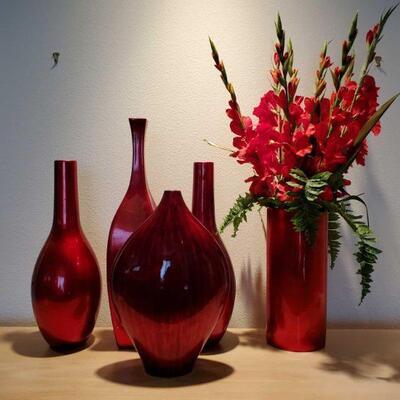 3060  5 Red Vases Measurements Range Approx 5