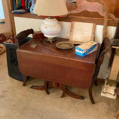Pretty sure every house in Wisconsin had a Duncan Phyfe table