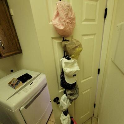 Hat rack and washing machine