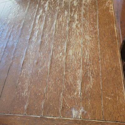 Dining table wood detail