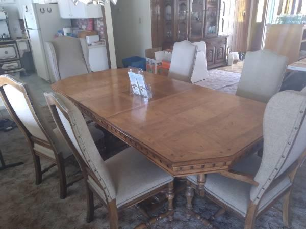 Vintage Table with (6) chairs & (2) Leaf