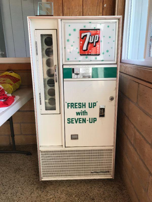 Vintage 7 up bottle machine. Works perfectly and has original key