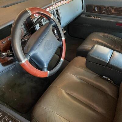 1996 Fleetwood original owner 230,000 miles. Silent auction during sale. Opening bid $1,000.....Vehicle has been sitting for 6+ months...