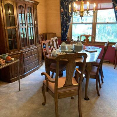 Dining room - table w/  2 leaves & 8 chairs