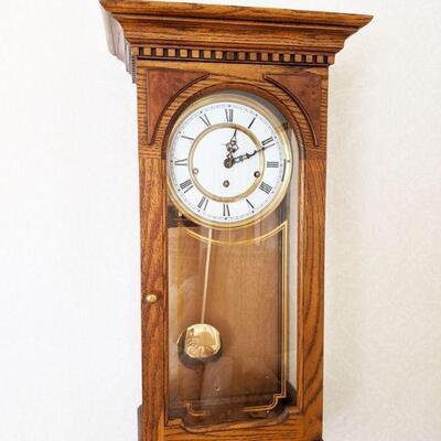 Beautiful oak Howard Miller chiming wall clock