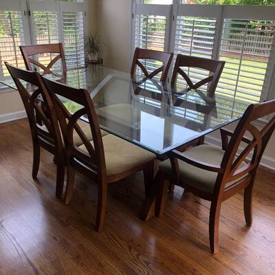 ELEGANT MARTHA STEWART DINING ROOM SET.  TABLE, 8 CHAIRS & HUTCH.  EXCELLENT CONDITION.