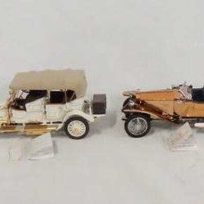 1040LOT OF FOUR FRANKLIN MINT 1:24 SCALE DIE CAST MODEL CARS. LOT INCLUDES A 1930 CADILLAC, A 1911 ROLLS ROYCE, A 1921 ROLLS ROYCE...