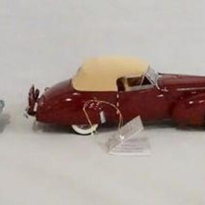 1087LOT OF THREE FRANKLIN MINT PRECISION 1:24 SCALE MODEL CARS. LOT INCLUDES A 1955 FORD SUNLINER, A 1940 PACKARD & A 1915 STUTZ BEARCAT.
