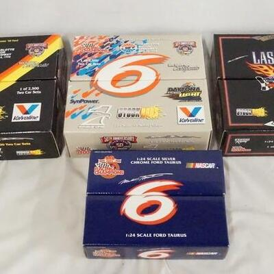 1070LOT OF EIGHT RACING CHAMPIONS LIMITED EDITION 1:24 SCALE NASCAR MODEL CARS IN ORIGINAL BOXES.