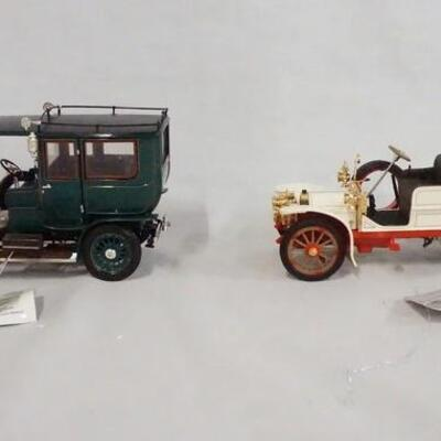 1088LOT OF TWO FRANKLIN MINT PRECISION 1:24 SCALE MODEL CARS. LOT INCLUDES A 1907 ROLLS-ROYCE SILVER GHOST & A 1904 MERCEDES SIMPLEX.