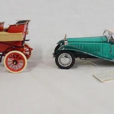 1086LOT OF TWO FRANKLIN MINT PRECISION 1:24 SCALE MODEL CARS. LOT INCLUDES A 1903 FORD MODEL A, & A 1929 BUGATTI ROYALE.