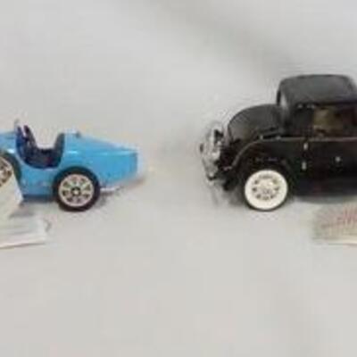 1025LOT OF FOUR FRANKLIN MINT 1:24 SCALE DIE CAST MODEL CARS. LOT INCLUDES A LAMBORGHINI COUNTACH, A 1925 BUGATTI TYPE 35, A 1932 FORD...