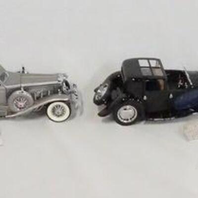 1022LOT OF FOUR FRANKLIN MINT 1:24 SCALE DIE CAST MODEL CARS. LOT INCLUDES A 1899 PACKARD, A 1933 DUESENBERG SJ TWENTY GRAND, A 1930...