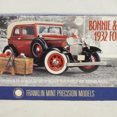 1015BONNIE & CLYDES 1932 FORD V-8 1:24 SCALE FRANKLIN MINT PRECISION MODEL IN ORIGINAL BOX.