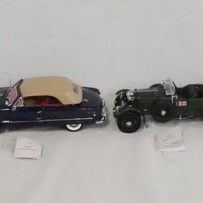 1038LOT OF FOUR FRANKLIN MINT 1:24 SCALE DIE CAST MODEL CARS. LOT INCLUDES A 1956 CHEVROLET BEL AIR, A 1949 FORD CONVERTIBLE, A 1929...