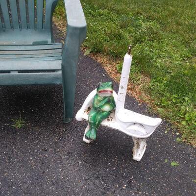 Frog yard ornament