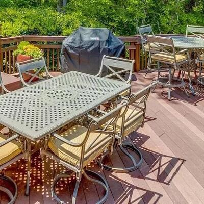 Front gate patio furniture with chairs and cushions