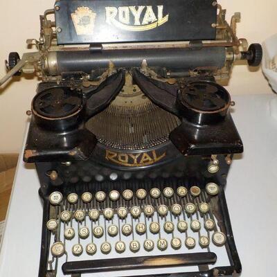 1920's fully working Royal manual typewriter.