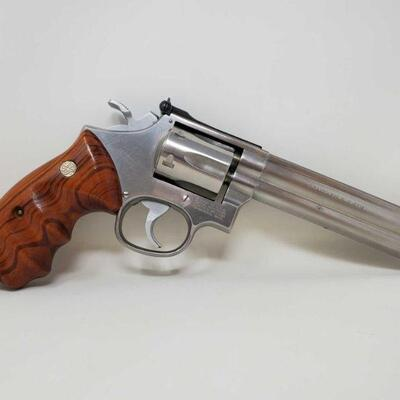 #506 • Smith&Wesson 617 .22lr Revolver - CA OK - NO CA SHIPPING. California Transfer Available. CA transfer can only be done at the Bid...