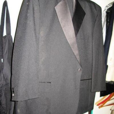 MENS TUX ( IT IS BLACK SORRY FOR POOR PIC)                                       BUY IT NOW $ 50.00
