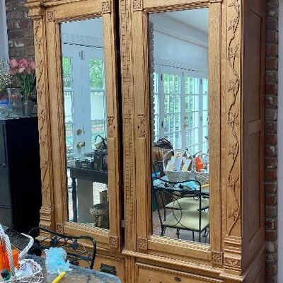 ME6011: Blond Armoire Cabinet