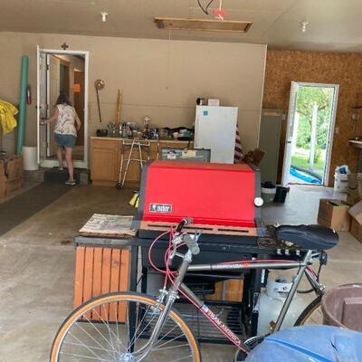 Garage. Bike, grill & Sue.